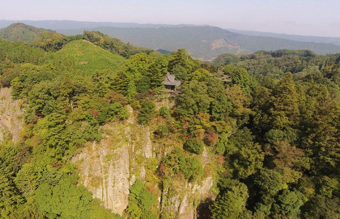 西金砂山と西金砂神社